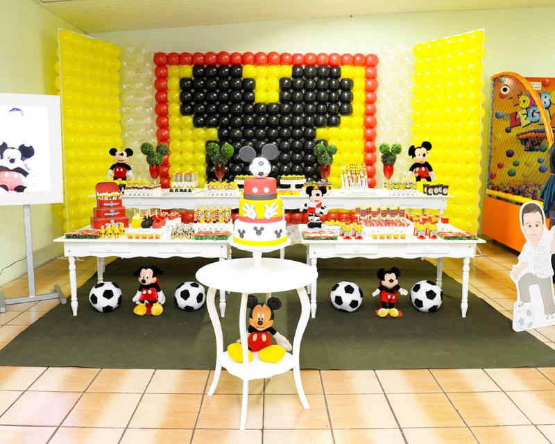 Linda festa com o tema Mickey Futebol