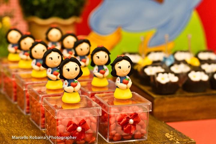 Caixinhas de acrílico decoradas por mim E biscuit feitos por Damarí Artes: