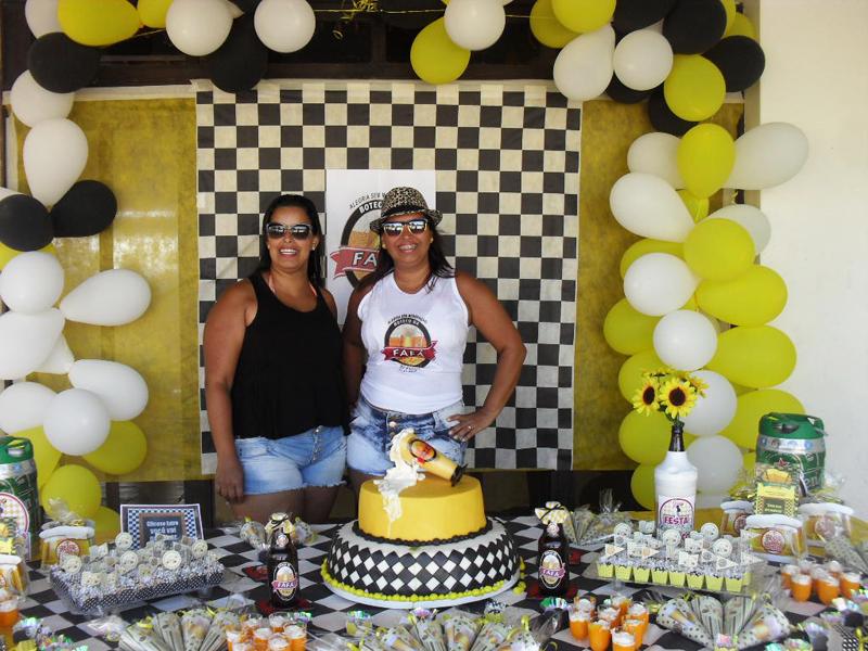 Famosos Tema: Boteco e Mike Cavalheiro - Festa da Leitora Fabiana Oliveira! CK51
