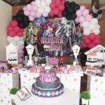 Tema: Monster High – Festa da Leitora Barbara Fabiane!