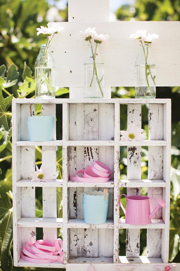 garden-party-shelves
