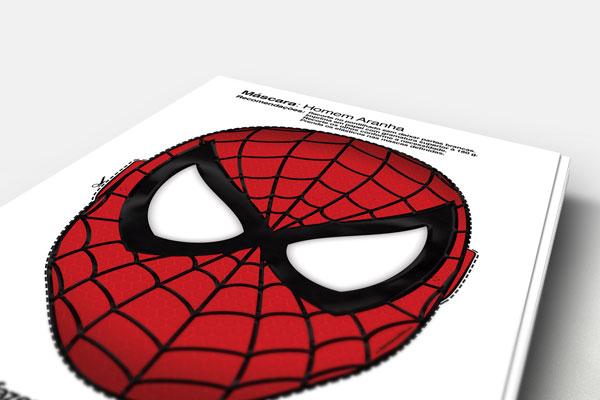 Máscara impressa do Homem Aranha.