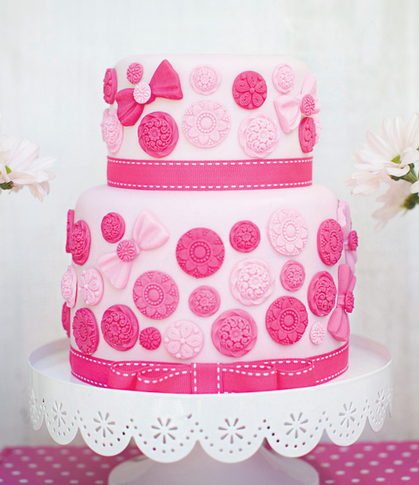 pink-button-cake