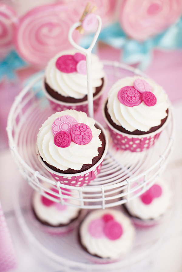 pink-button-cupcakes