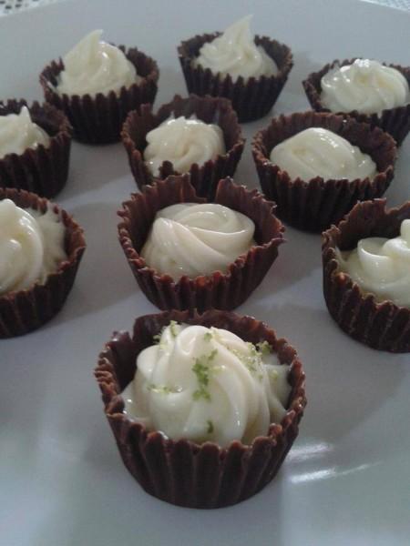 Forminhas de Chocolate com Mousse de Limão: