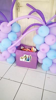Caixa de Presentes Festa Frozen da Maria Luisa