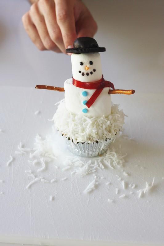 Passo a Passo Boneco de Neve com Cupcake e Marshmallow 5