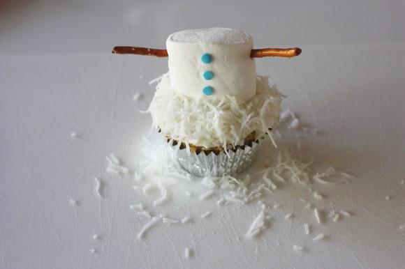 Passo a Passo Boneco de Neve com Cupcake e Marshmallow 8