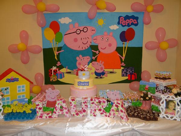 ... festa com o Tema Peppa Pig Princesa feita por nossa leitora Fernanda  Sabatini! Ela usou o kit do blog (clique para ver o kit!), eu adorei a  decoração…