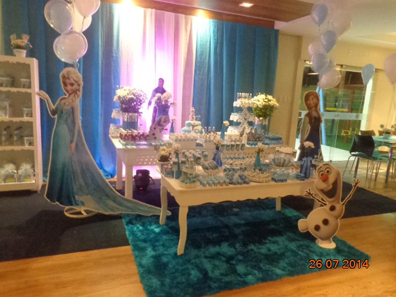 Latinhas Festa do Frozen da Sofia Longo