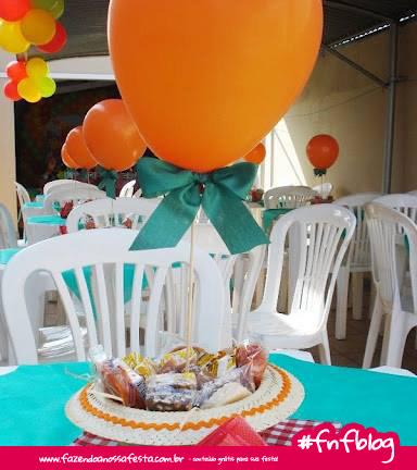 Centro-de-mesa-com-chápeu-de-palha - Fazendo a Nossa Festa 7becde395f8
