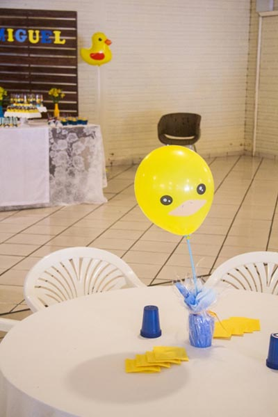 Centro de Mesa Chá de Fraldas Patinho Amarelo dos Trigêmeos