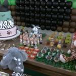Latinhas e Bandeirinha Festa Mickey Safari do Davi
