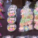 Latinhas e doces Festa Safari da Myrrha