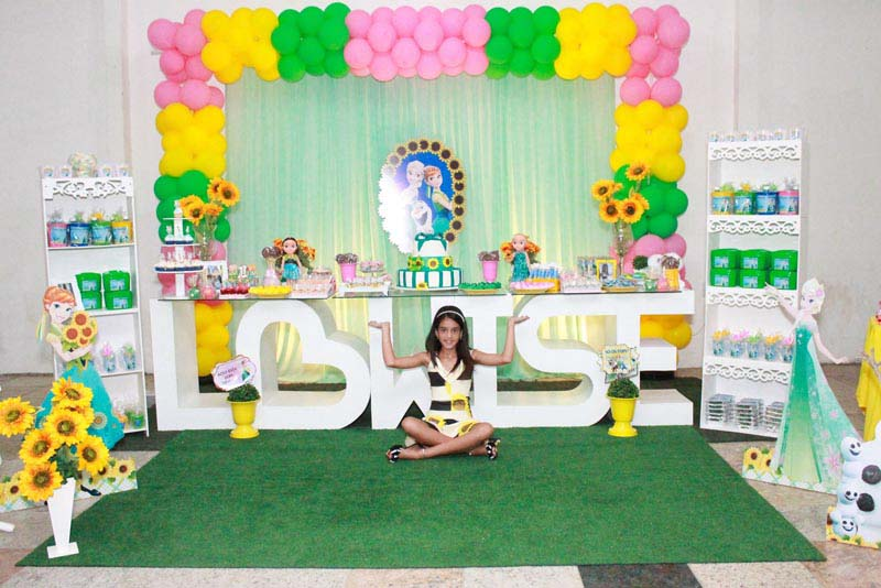 Mesa de doces Festa Frozen Fever Criativa da Lowise