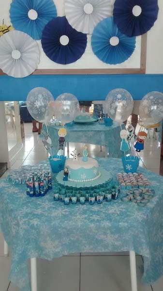 Mesa doces Festa Frozen da Maria Helena