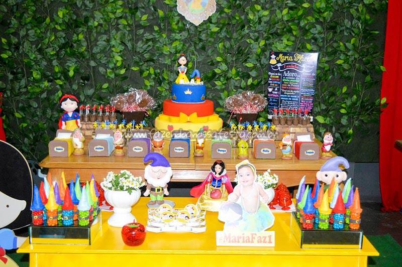 Mesa dos doces Festa Branca de Neve Cute da Maria