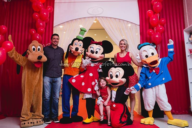 Animadores e Familia Festa Minnie Vermelha da Maria