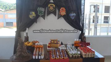 Mesa dos doces Festa Harry Potter da Manuela