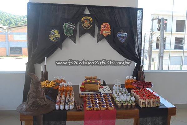 Mesa dos doces Festa Harry Potter da Manuela
