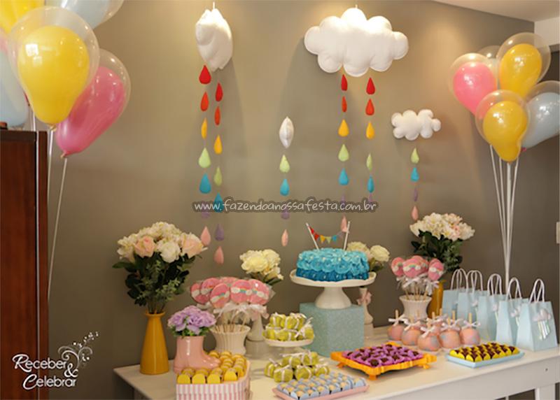 Mesa dos doces Mesversário Tema Arco Íris