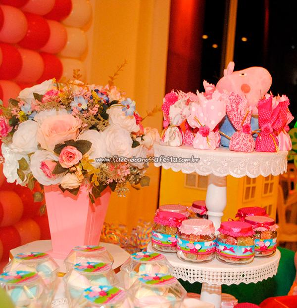 Mesa doces Festa Peppa Pig da Maria Fernanda