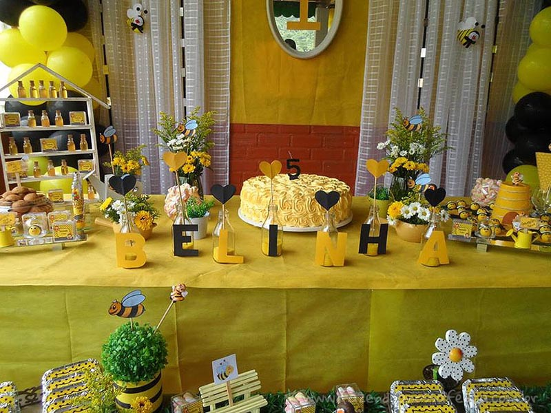 Mesa dos doces Festa Infantil Abelhinha da Isabella