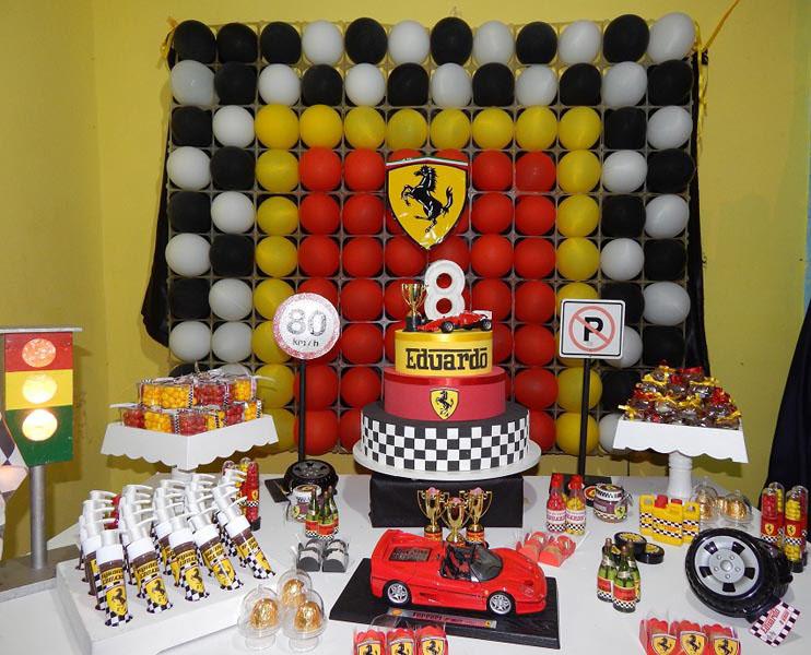 Painel de bexigas Ferrari