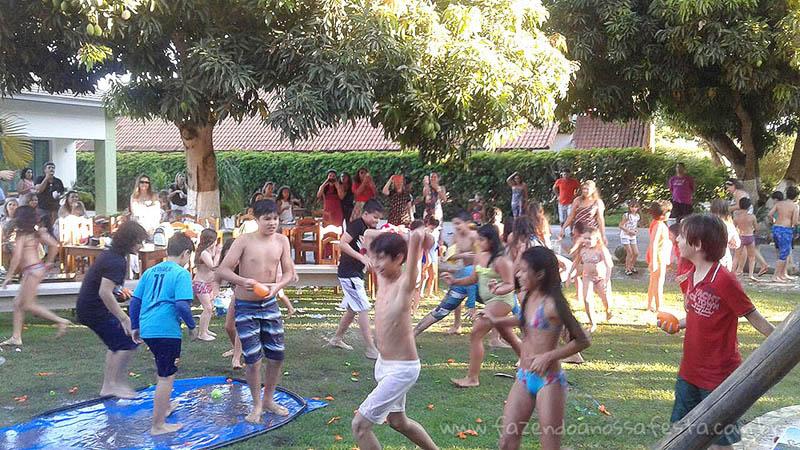 Ideias para festa Pool Party - Guerra de balões
