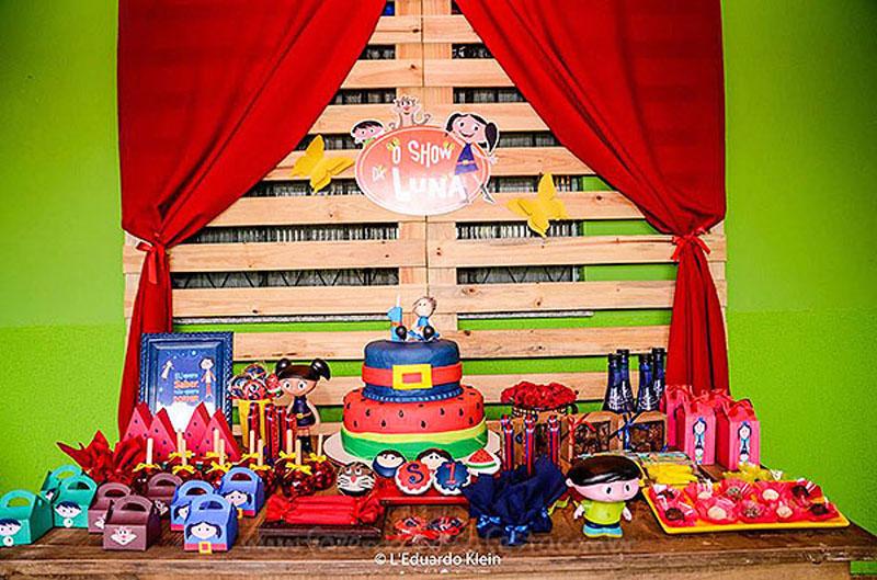 Mesa de doces Festa Show da Luna da Samara