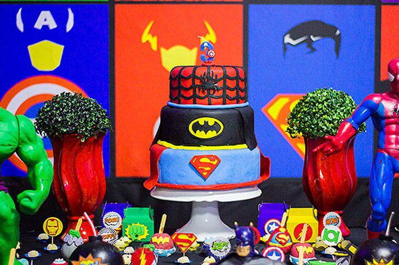 Bolo Festa Super-Heróis do Heitor
