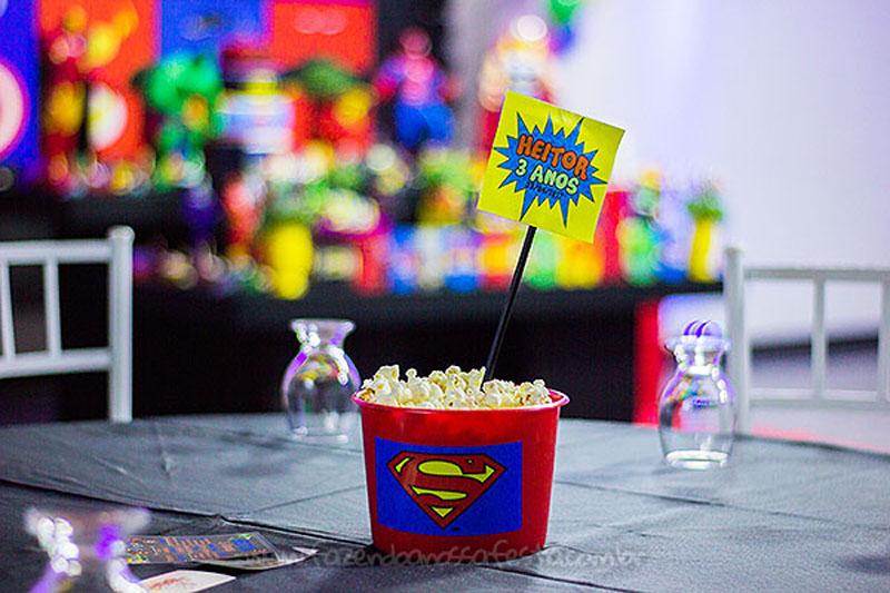 Centro de mesa Festa Infantil Super-Heróis do Heitor