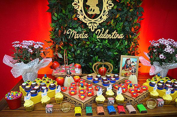 Mesa dos doces Festa Branca de Neve da Maria Valentina