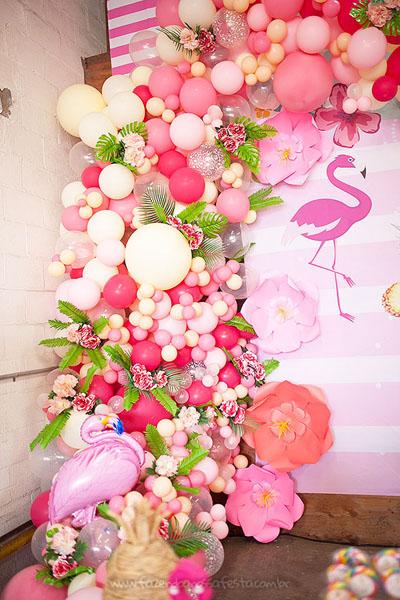 Arco de balões desconstruídos Festa Infantil Tropical Chic da Geovanna