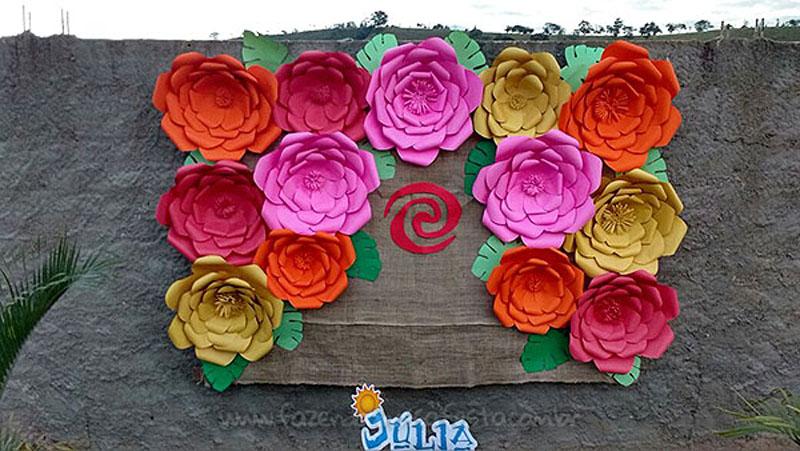 Flores gigantes Festa Moana da Julia