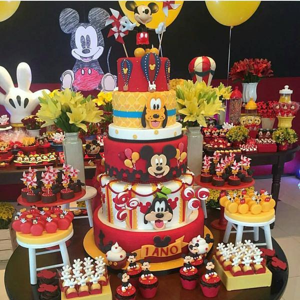 Decor: @jufrancozo Bolo e doces: @felipeoliveira.official @manfredooliveira Festa Mickey Mouse