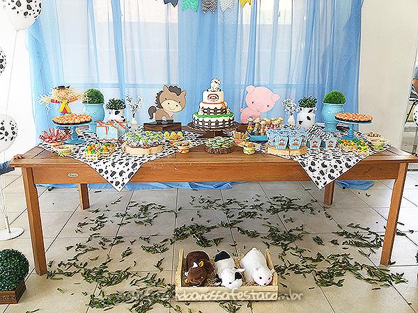 Mesa dos doces Festa Fazendinha do Arthur