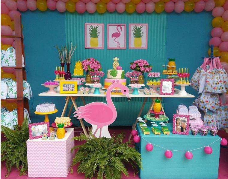 Créditos: @facafestapetrolina Ideias Criativas para Festa Flamingo